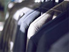 灰色西服、黑色西服和藏蓝色西服的应用