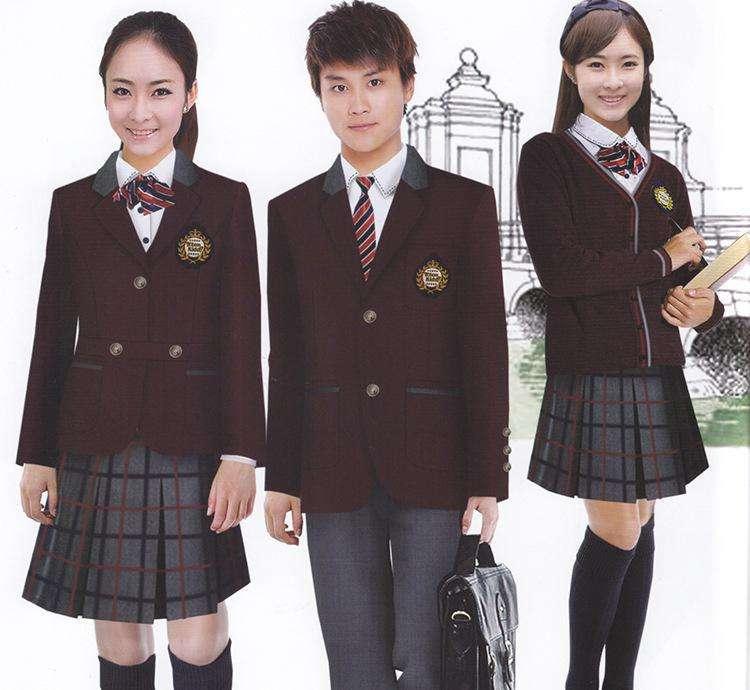 学生时代是最开心幸福的时候,中国式校服大多是宽松的运动式校服,虽然