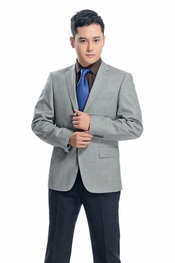 灰色平驳头一粒扣职业装定制产品模特展示